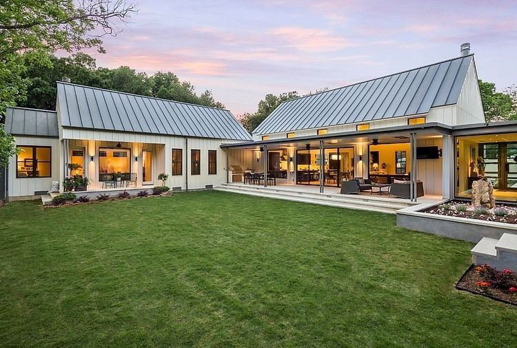 Modern farmhouse exterior design ideas 41