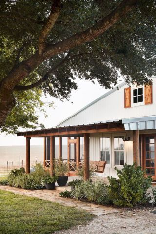 Modern farmhouse exterior design ideas 51