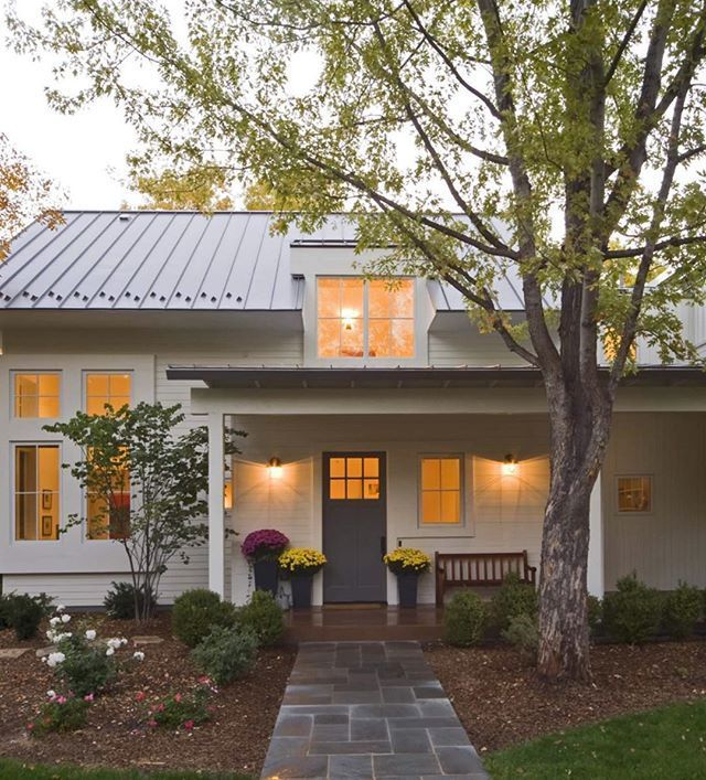 Modern farmhouse exterior design ideas 53
