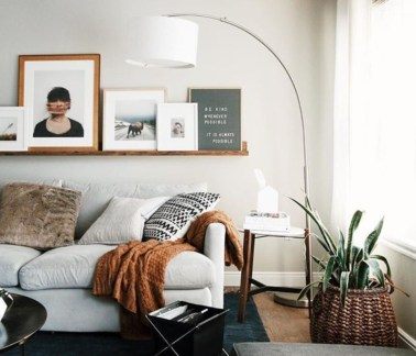 Design a living room in a small space that remains comfortablel 08