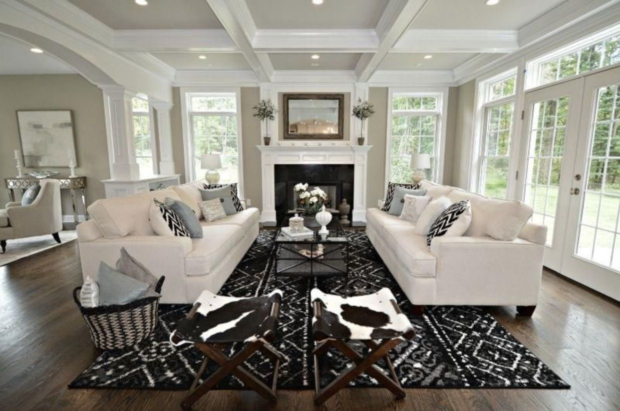 The design of the living room looks luxurious 36