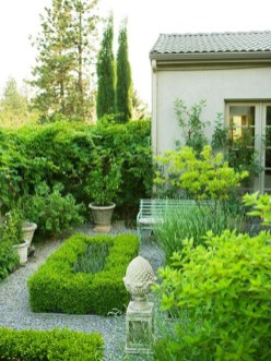 A small garden design that is still beautiful to see 07