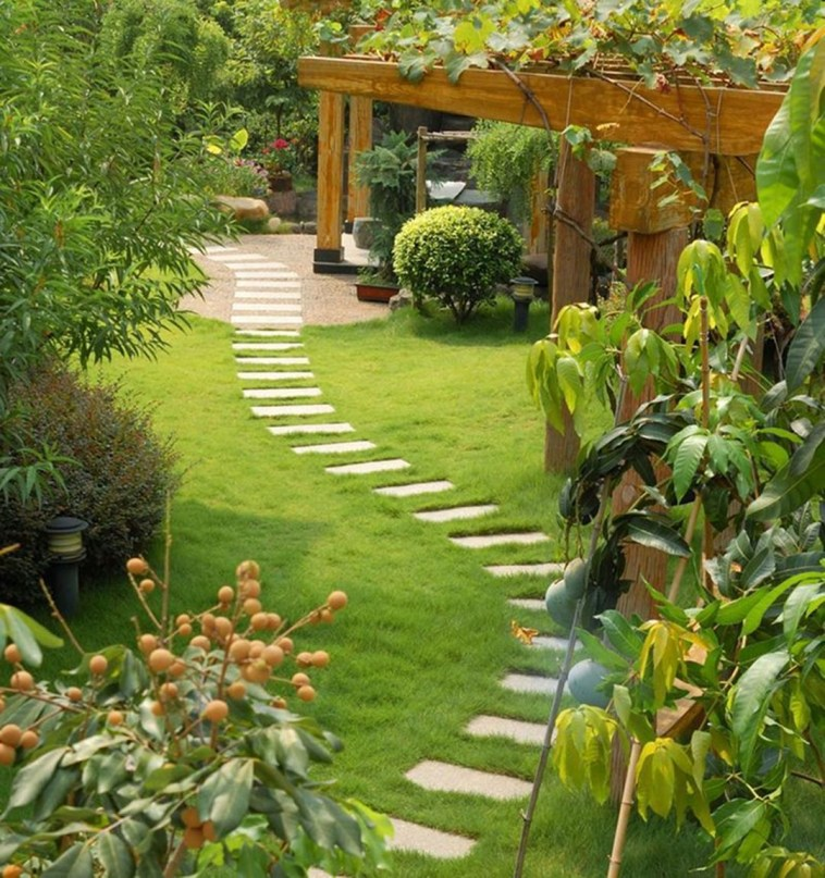 A small garden design that is still beautiful to see 23