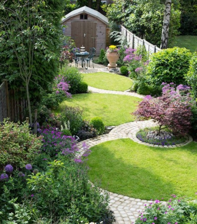 A small garden design that is still beautiful to see 37