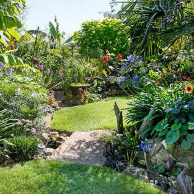 A small garden design that is still beautiful to see 38