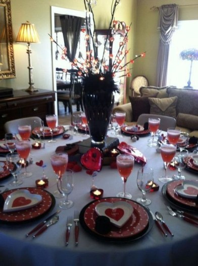 Dining table decor for dinner with a partner on valentine's day 01