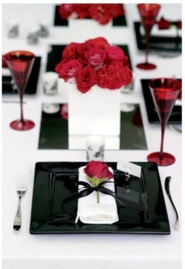 Dining table decor for dinner with a partner on valentine's day 05