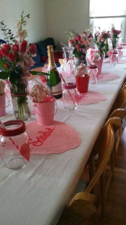 Dining table decor for dinner with a partner on valentine's day 06