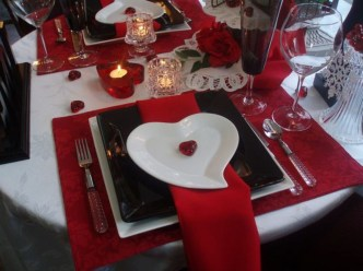 Dining table decor for dinner with a partner on valentine's day 12