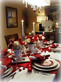 Dining table decor for dinner with a partner on valentine's day 13