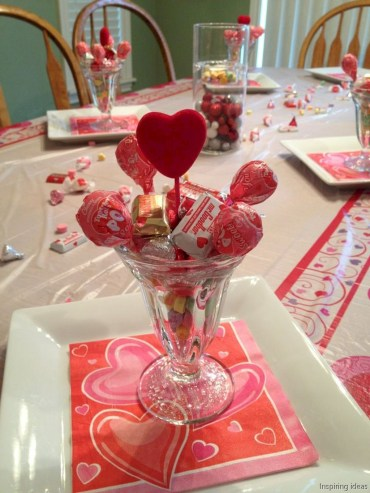 Dining table decor for dinner with a partner on valentine's day 36