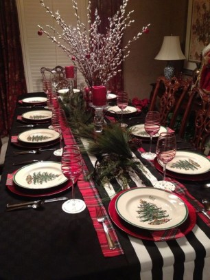 Dining table decor for dinner with a partner on valentine's day 39