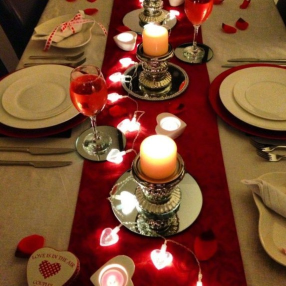 Dining table decor for dinner with a partner on valentine's day 41