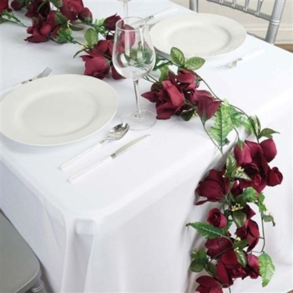Dining table decor for dinner with a partner on valentine's day 42
