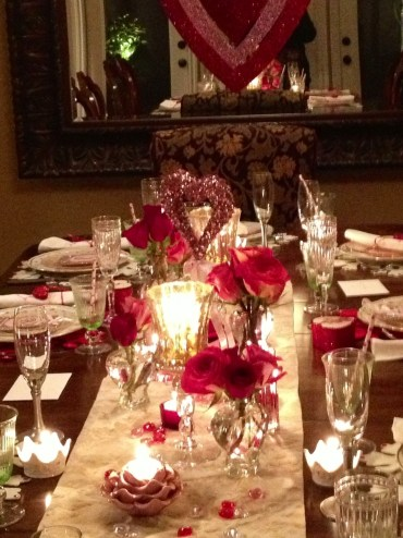 Dining table decor for dinner with a partner on valentine's day 43