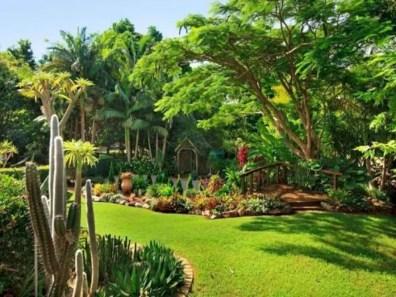 Garden exterior design ideas using grass that make your home more fresh 10