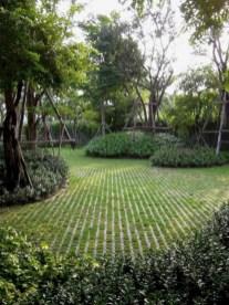 Garden exterior design ideas using grass that make your home more fresh 21