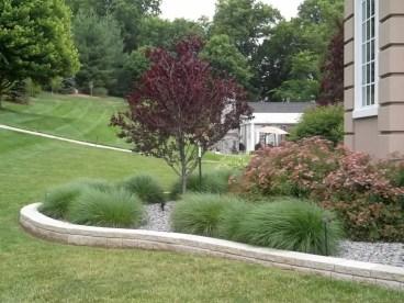 Garden exterior design ideas using grass that make your home more fresh 22