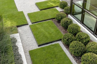 Garden exterior design ideas using grass that make your home more fresh 27
