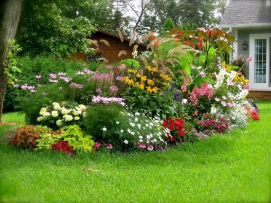 Garden exterior design ideas using grass that make your home more fresh 38
