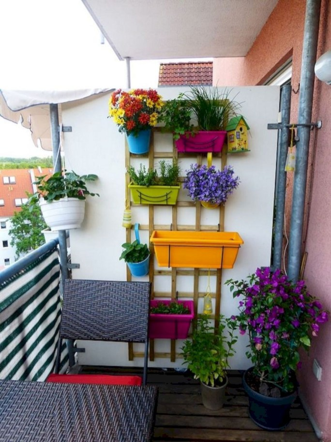 Beauty view design ideas for balcony apartment that make you cozy 14