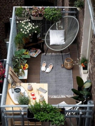 Beauty view design ideas for balcony apartment that make you cozy 17