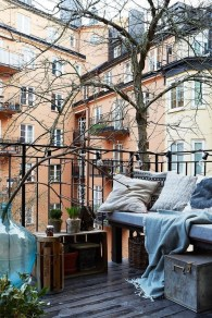 Beauty view design ideas for balcony apartment that make you cozy 21
