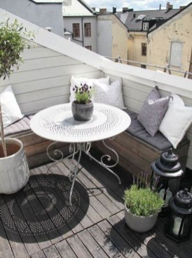 Beauty view design ideas for balcony apartment that make you cozy 23
