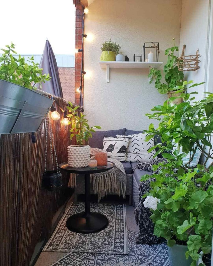 Beauty view design ideas for balcony apartment that make you cozy 32