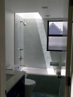 Inspiring small bathroom design ideas in apartment 32