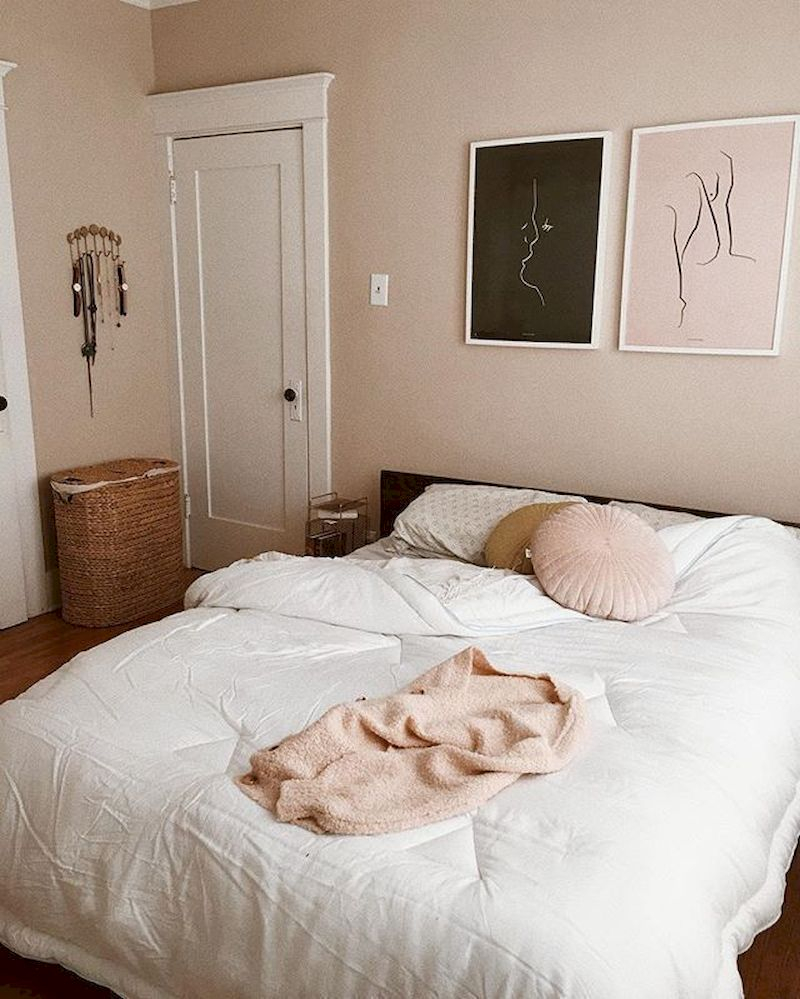 Luxury bedroom design ideas with goose feather 17