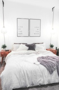Romantic bedroom decorating ideas in your apartment 37