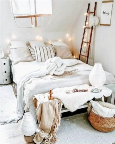 Romantic bedroom decorating ideas in your apartment 44