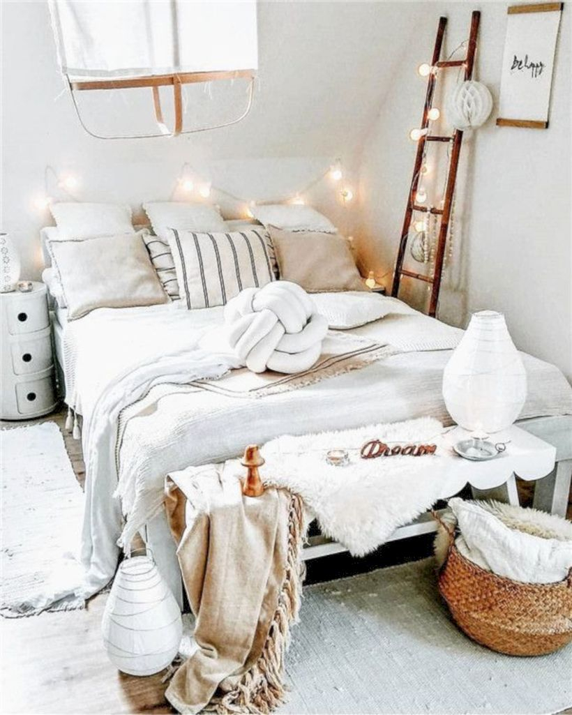 Romantic bedroom decorating ideas in your apartment 44