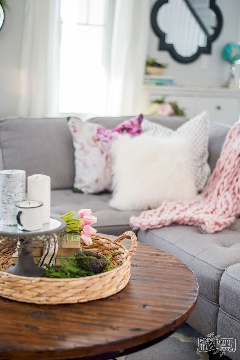 Spring living room design ideas that you can copy right now 52