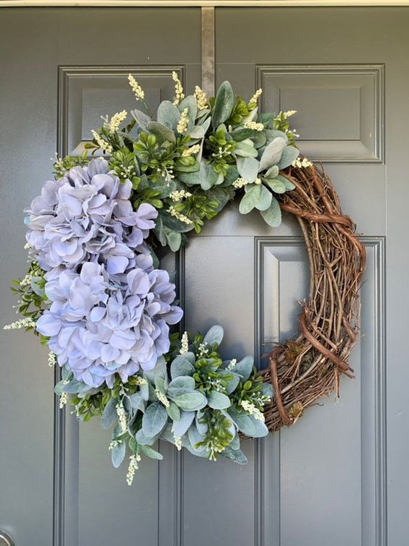 A Stunning natural ornament elements for the summer with starburst bouquets made of twigs old to decorate the door