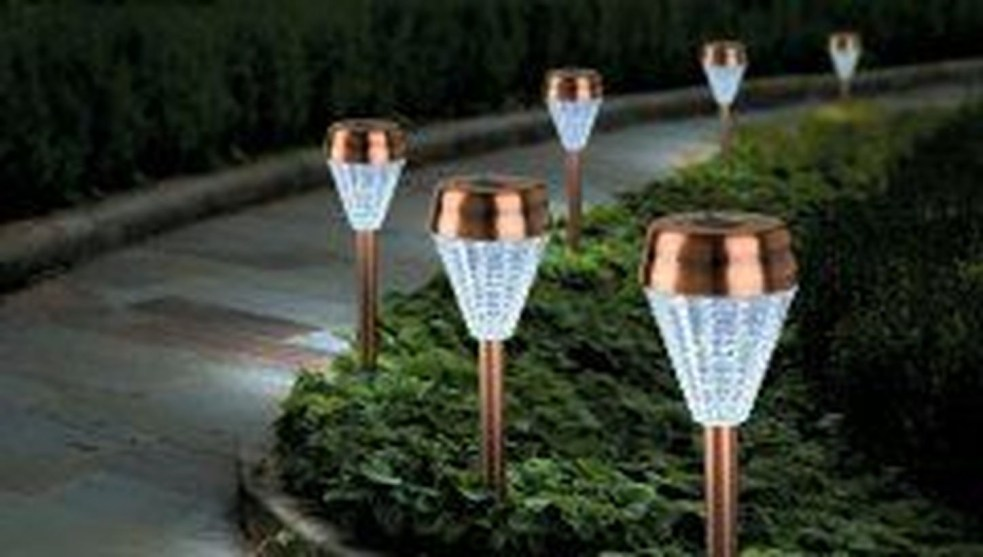 Adorable front yard lighting ideas for your summer night vibe 11
