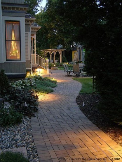 Adorable front yard lighting ideas for your summer night vibe 13