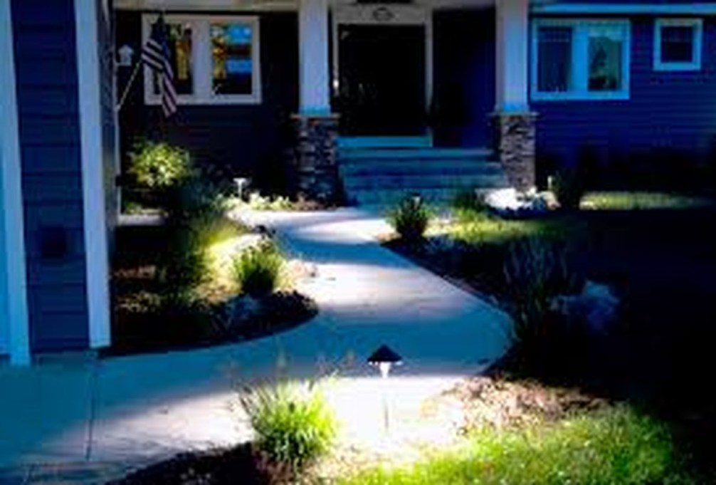 Adorable front yard lighting ideas for your summer night vibe 22