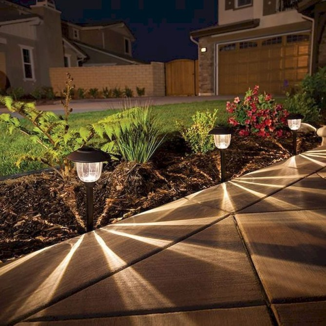 Adorable front yard lighting ideas for your summer night vibe 54
