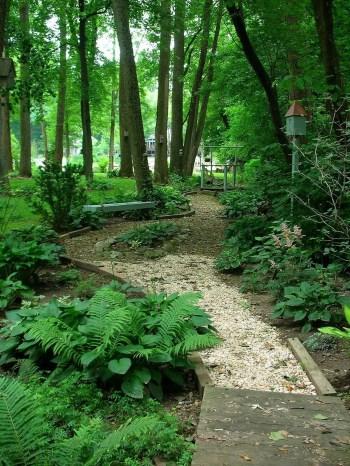 On budget garden walk path ideas for an easy movement around the garden 49