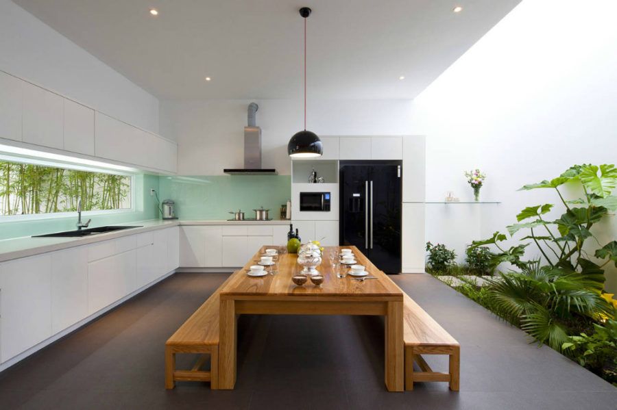 An awesome indoor garden for kitchen with some plants to create natural impresion