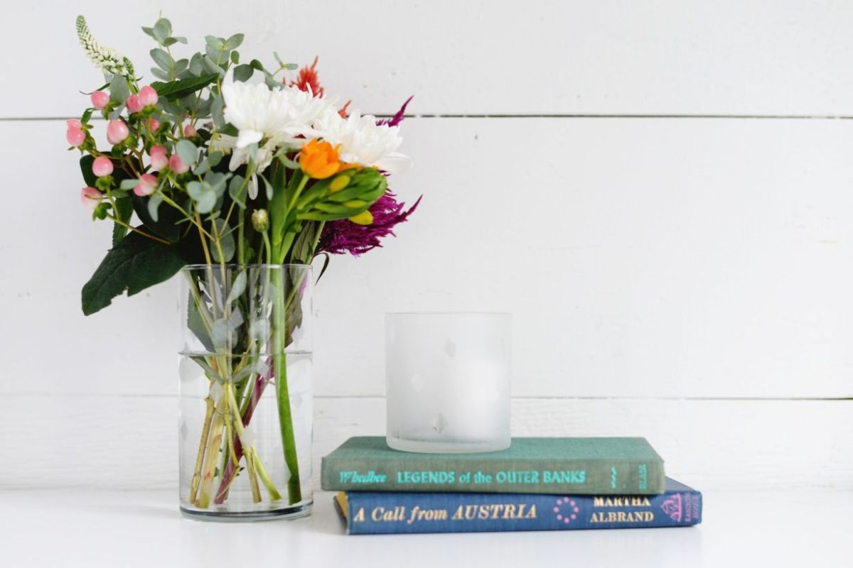 Diy flower vase with a tube shape, clear color, to make more room comfortable