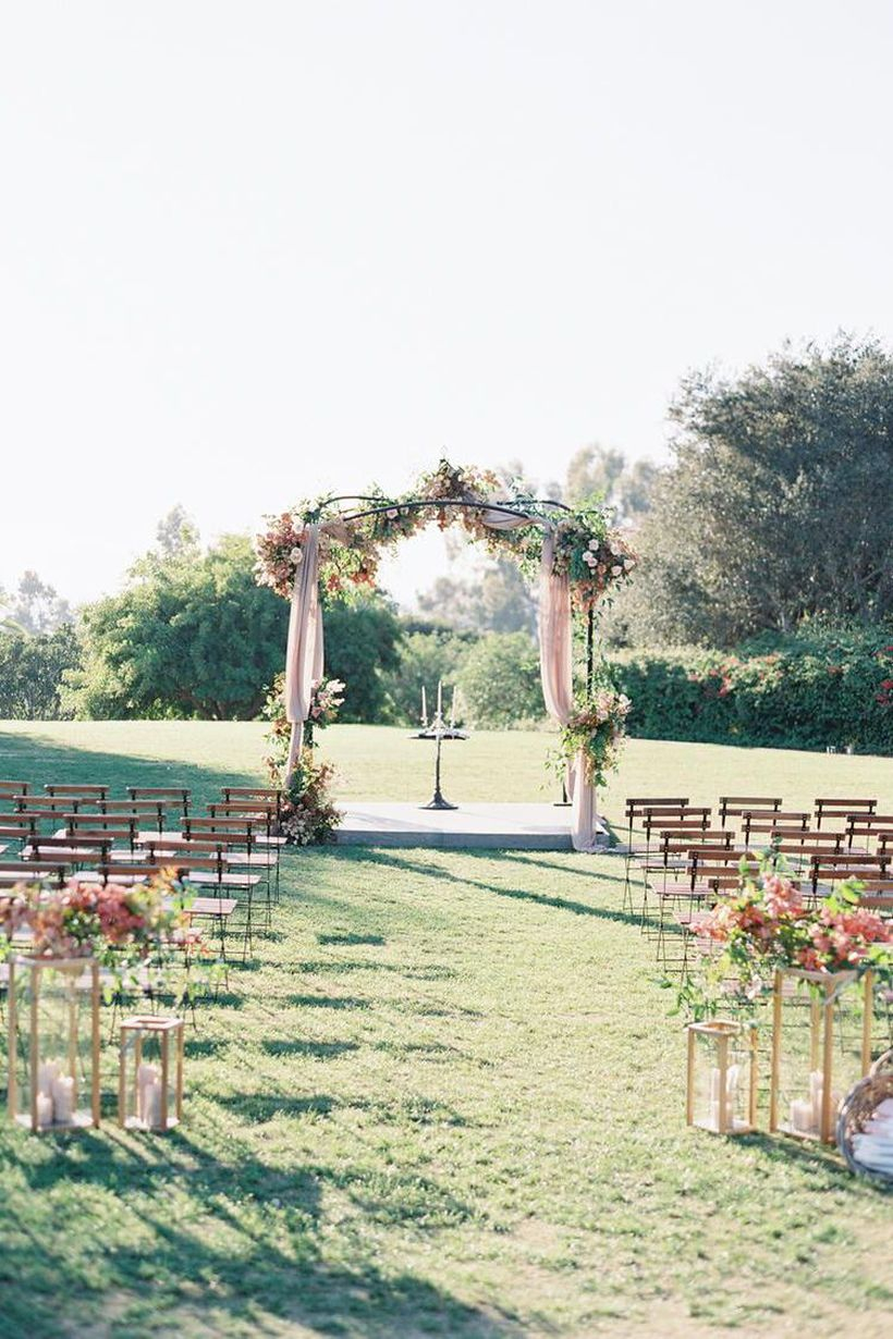 A creative outdoor venue for fall wedding with intimate courtyards, beds of hibiscus, and lush olive groves to celebrate your big day.