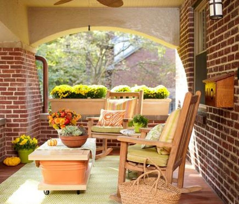 An amazing seating ideas with wooden chairs, pillows, square wooden and green carpet