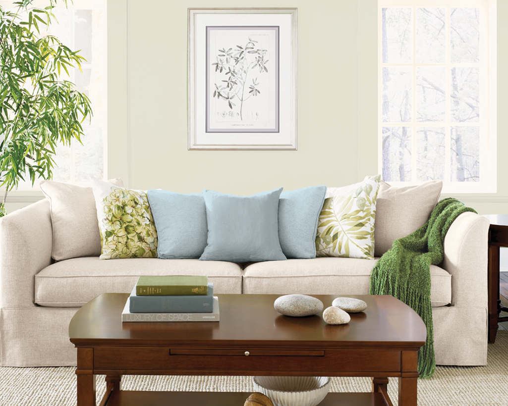 An awesome off white color in the living room to make more beauty
