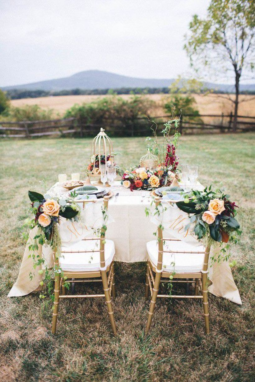 An attractive outdoor venue for fall wedding with historic farmhouse of the comus inn is located on sugarloaf mountain in maryland making it the perfect backdrop to a rustic-style wedding.