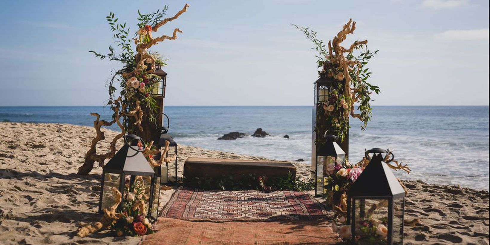 An awesome outdoor venue for fall wedding with surf and sand resort on laguna beach will deliver a gorgeous laid-back affair you must try.
