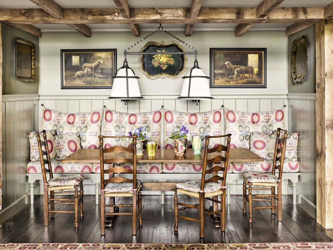 An incredible indoor redecoration from summer to fall with matching patterned pillows and seat cushions, which add some much-needed drama without going overboard.