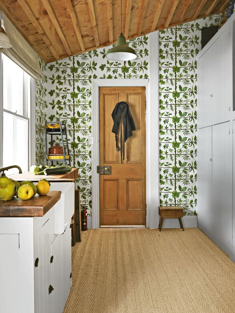 An interesting indoor redecoration from summer to fall with an earthy wallpaper this forest-green print freshens up a cute kitchen corner, but you can channel the same look in your bathroom or entryway.